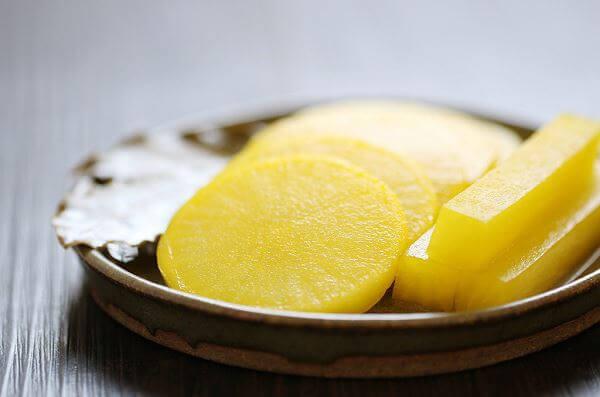Cách làm củ cải vàng muối Hàn quốc chua giòn hấp dẫn