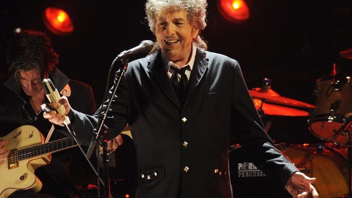 """Bob Dylan bị chê thô lỗ và ngạo mạn vì """"ngó lơ"""" Nobel Văn học"""