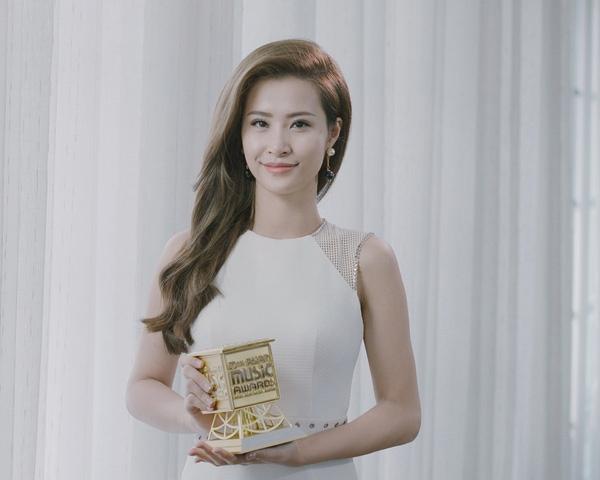 dong nhi thang son tung o EMA 2016