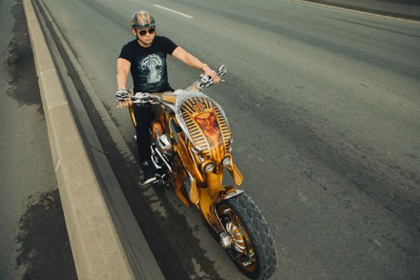 Siêu môtô gần 3 tỷ xuất hiện trong MV mới của Phan Đinh Tùng