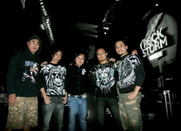 the light ban nhac tien phong dong nhac thrash metal