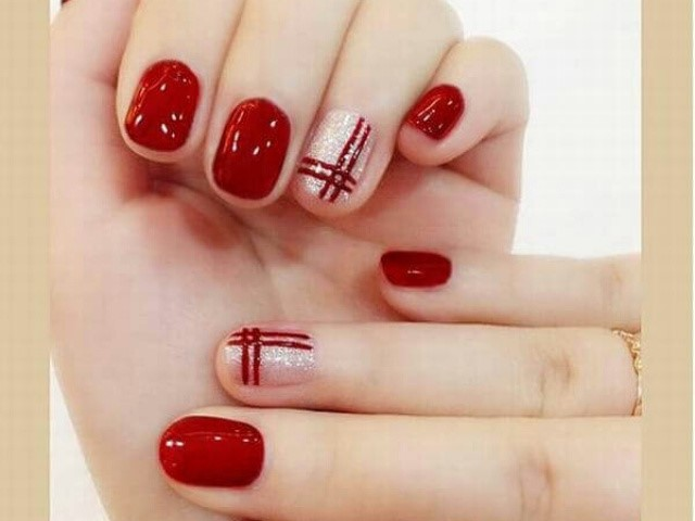 Những mẫu nail đơn giản thường dễ giữ gìn và chăm sóc.