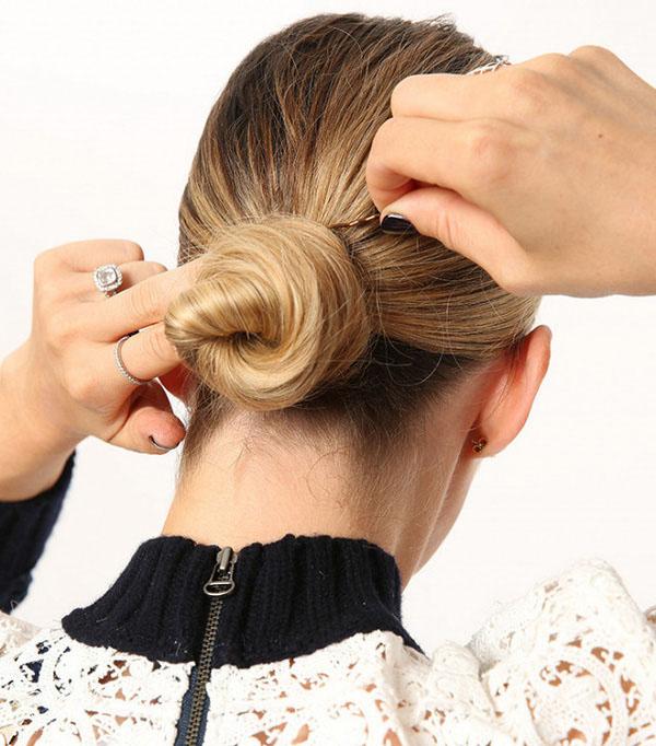 Cách búi tóc thấp kết hợp với tết tóc đuôi sam