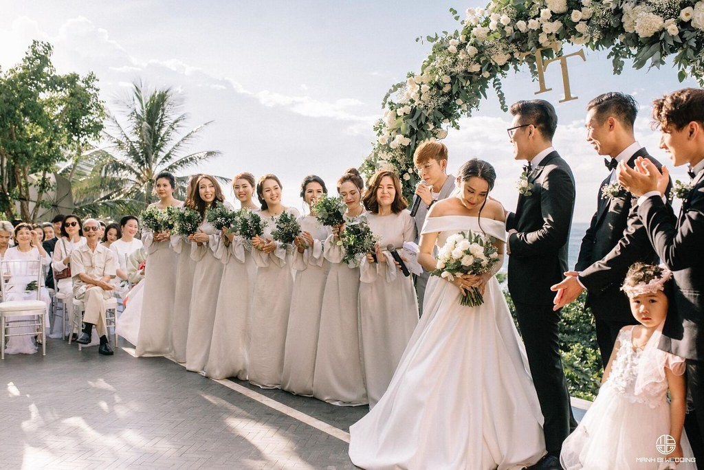 Đi đường gặp đám cưới đánh con gì