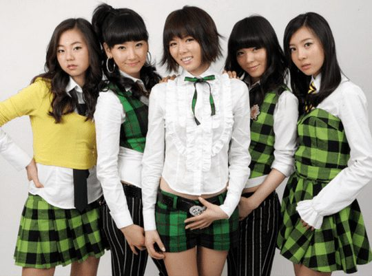 Hyuna và Sunmi trong đội hình đầu tiên của Wonder Girls.