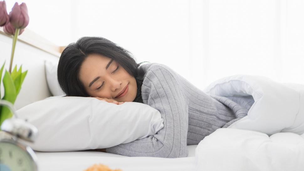 Ngủ thật nhiều để đảm bảo sức khỏe cho chính mình, đặc biệt khi đang bị cảm