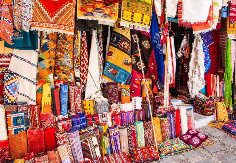 Những món đồ đầy màu sắc ở Marrakech.