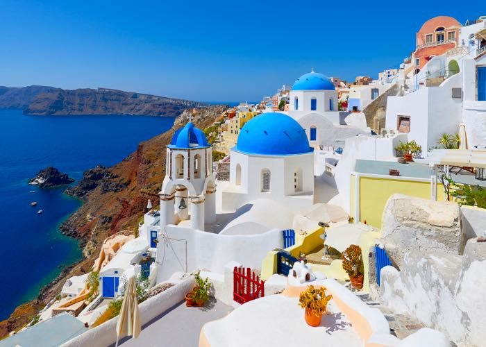 Santorini là hòn đảo lớn nhất của quần đảo có hình tròn và nhỏ.