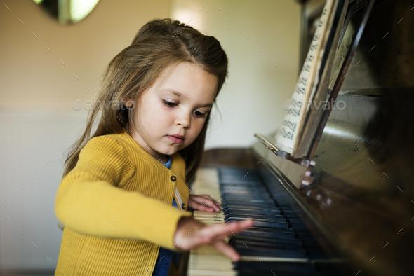 Tập trung lắng nghe các cường độ của nốt nhạc để hiểu được bản piano nhanh hơn
