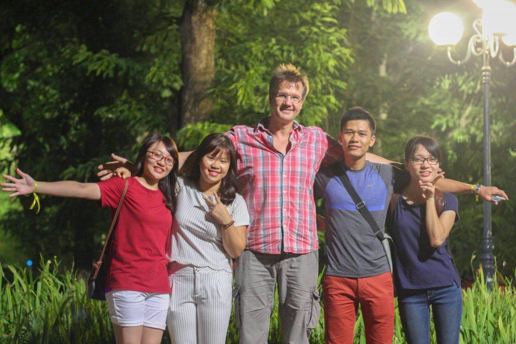 3 Lợi Ích Của Việc Học Tiếng Anh Đặc Biệt Tạo Động Lực Học Hiệu Quả Cảm giác hài lòng, tự tin trong giao tiếp