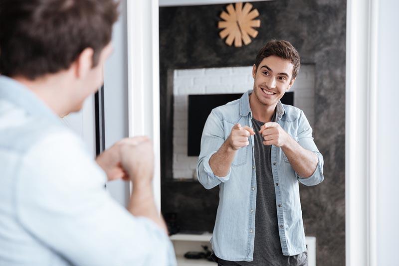 Cách học nói tiếng anh giao tiếp dễ dàng - Luyện nói trước gương