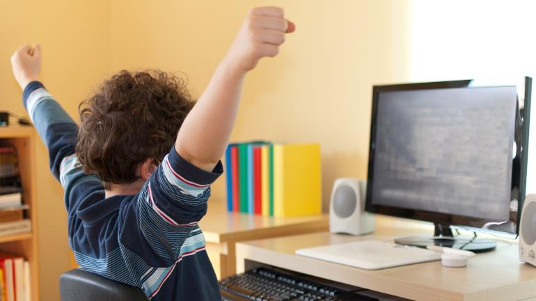 Học tiếng anh online tiết kiệm tiền