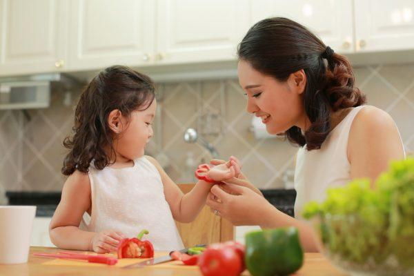 Cùng nhau nấu ăn - Những điều con cái nên làm nhân ngày Vu Lan báo hiếu cha mẹ
