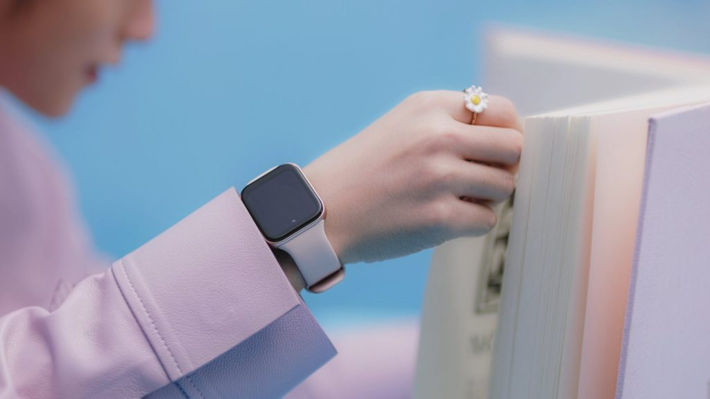 """Sơn Tùng MTP đã đeo đồng hồ trong MV mới """"Có Chắc Yêu Là Đây"""