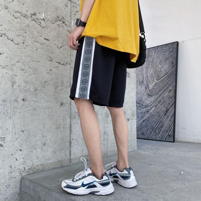 Quần short là trang phục được thiết kế với ống rộng, chiều dài quần ngắn