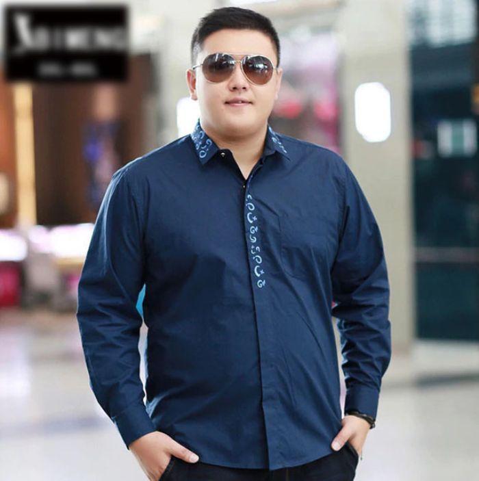 Một trong những cách chọn áo sơ mi nam cho người mập trở nên thon gọn hiệu quả nhất đó là bạn hãy ưu tiên chọn những chiếc áo tối màu