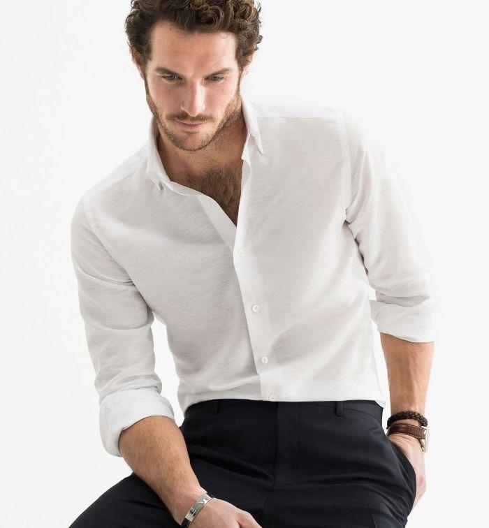 """Đối với những người sở hữu thân hình """"cò hương"""" thì cần tuyệt đối tránh xa những chiếc áo sơ mi có gam màu tối"""