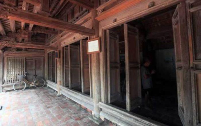 Thông thường, những ngôi nhà có kiến trúc bằng tre hoặc gỗ sẽ có ngưỡng cửa