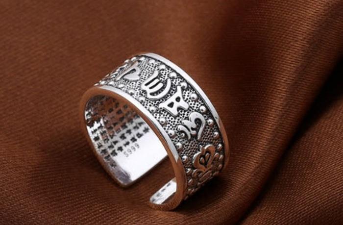Chiếc nhẫn đơn giản này dành cho tất cả mọi người