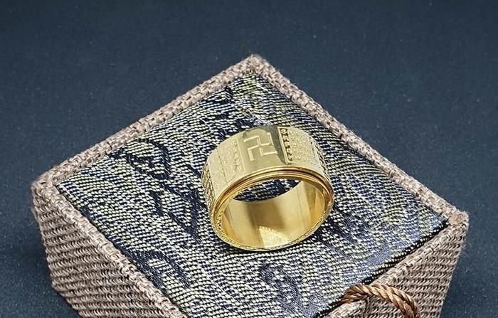 Trang sức Titan mạ vàng ngày càng phổ biến